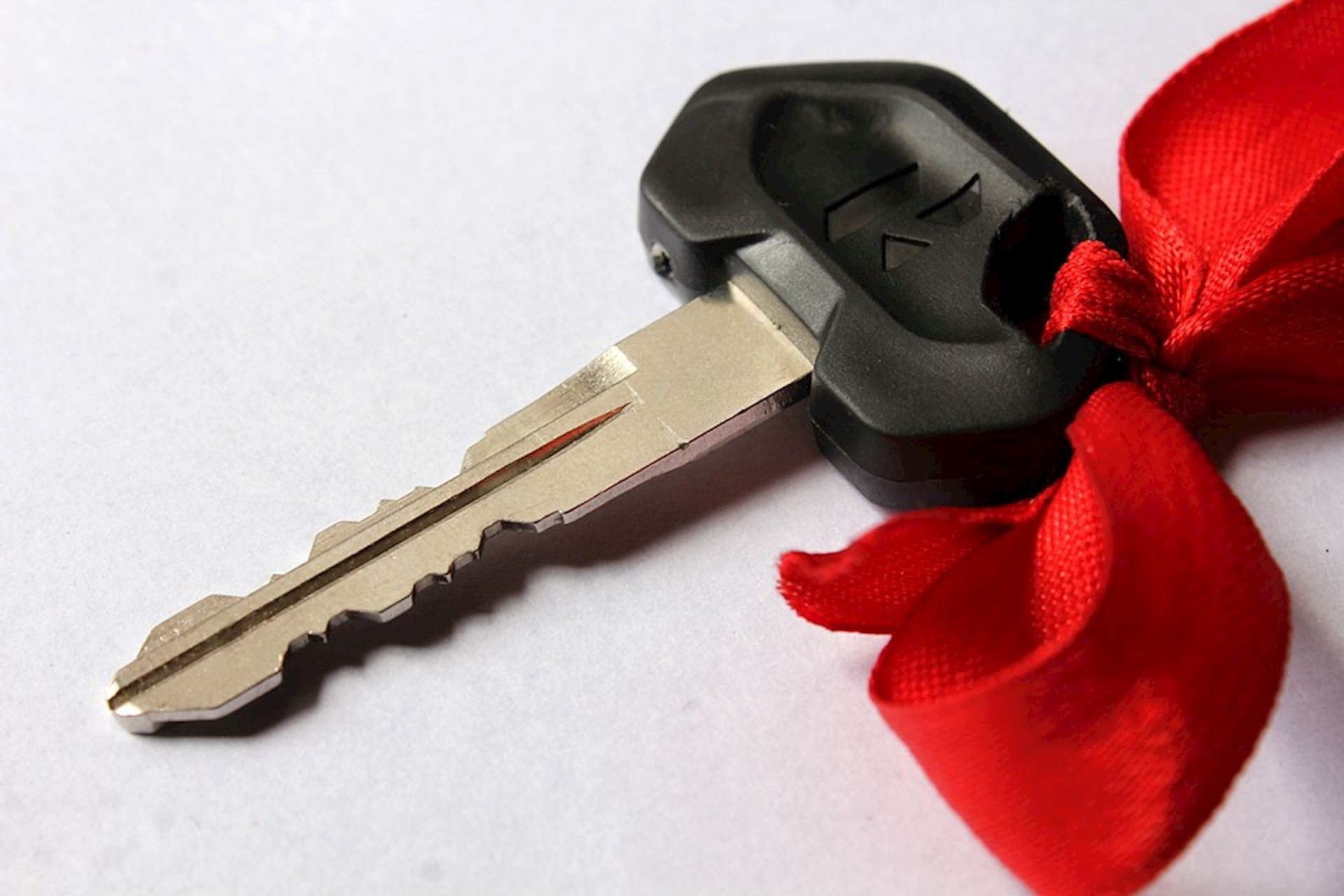 Tis The Season For Giving! Tips for Giving A Car For The Holiday