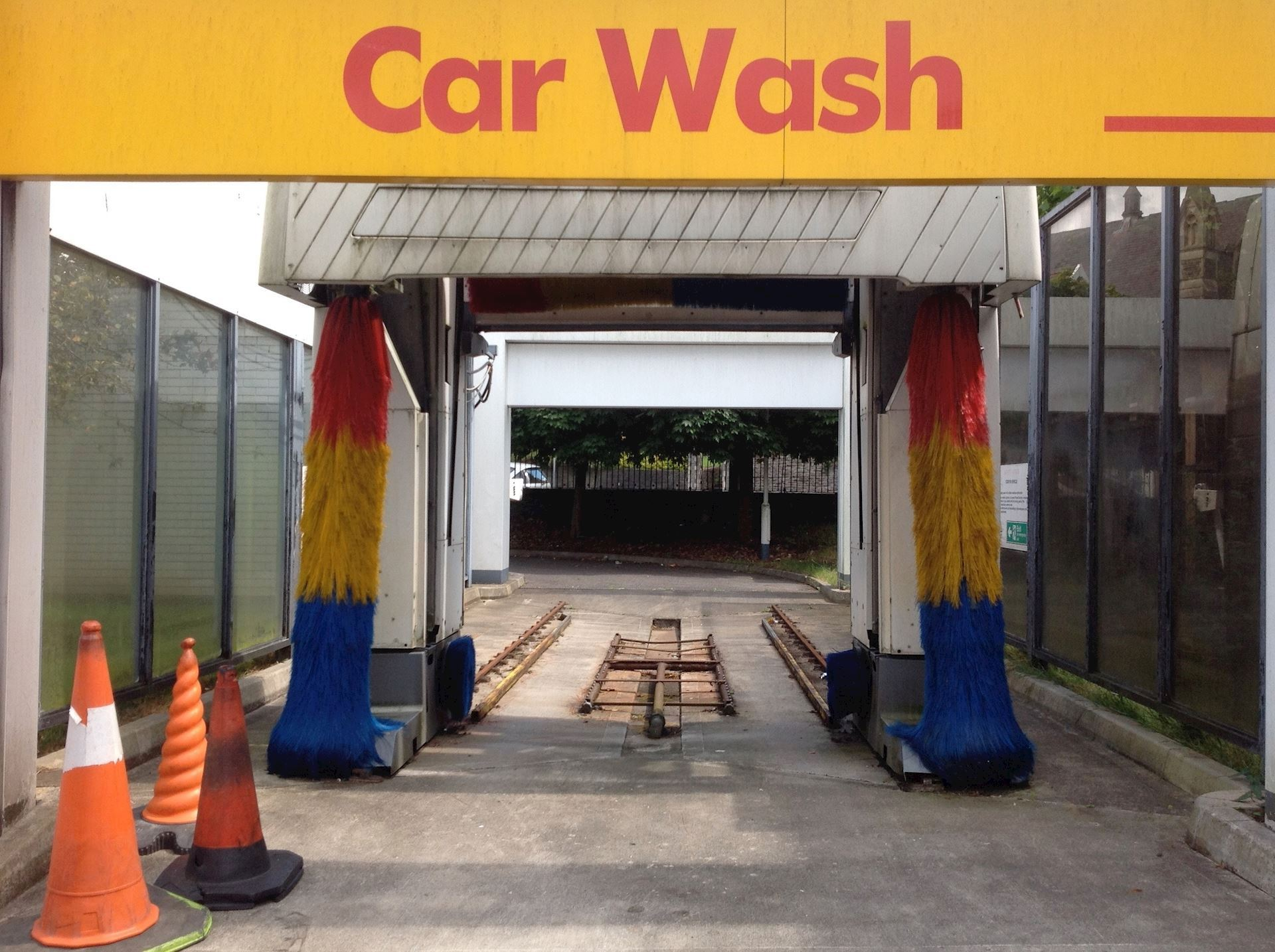 Which Do You Prefer? Automatic Car Wash Vs. Hand Car Wash
