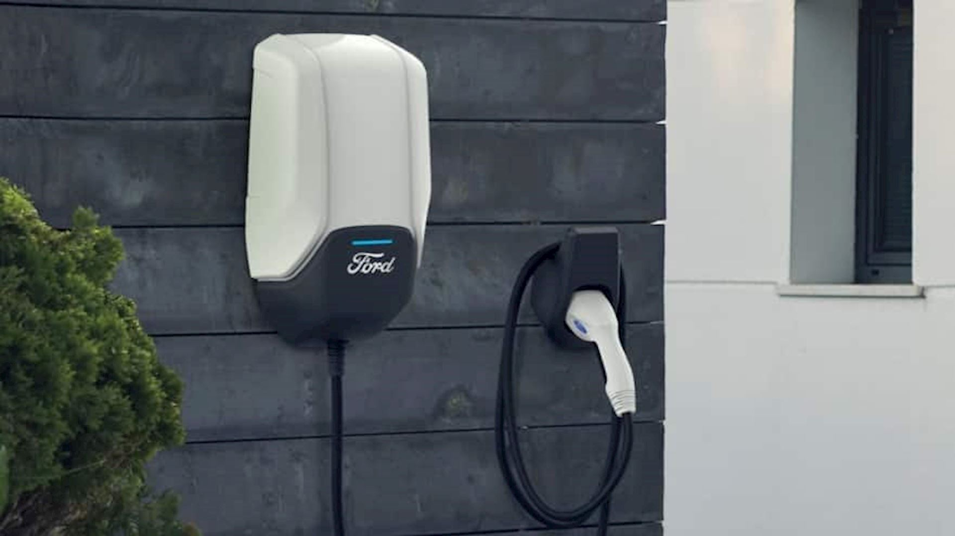 FORD INTRODUCES USA's LARGEST ELECTRIC VEHICLE CHARGING NETWORK